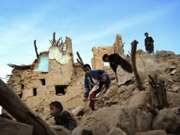 yemen - niños ruinas